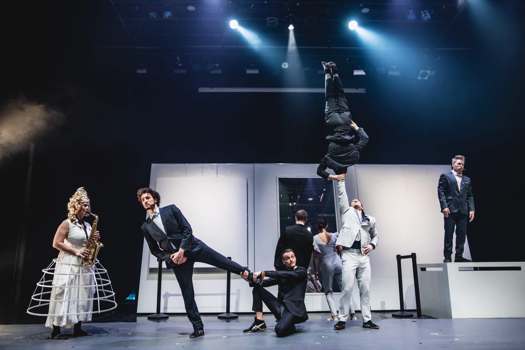'La Galerie', by Machine De Cirque